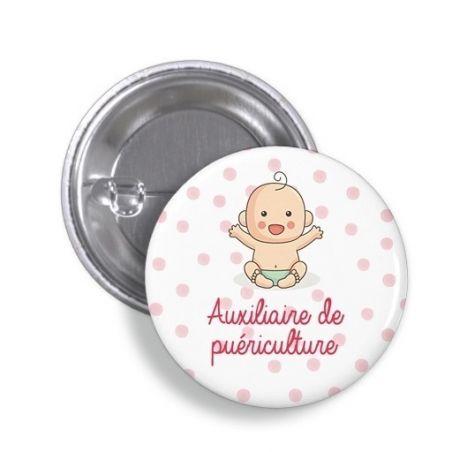Badge  Auxiliaire de puériculture La chouette mauve Livraison rapide Fabrication en France