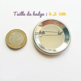 Badge Auxilliaire de puériculture|La chouette mauve|Livraison rapide|Fabrication en France